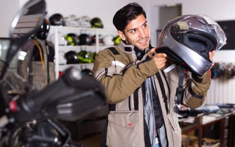 choosing motorcycle helmet